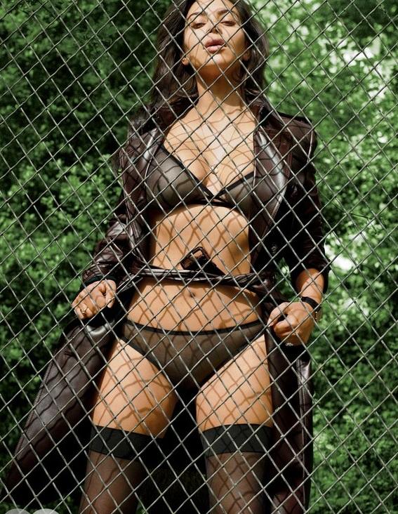 Kim-Kardashian-Sexy-1 (2)