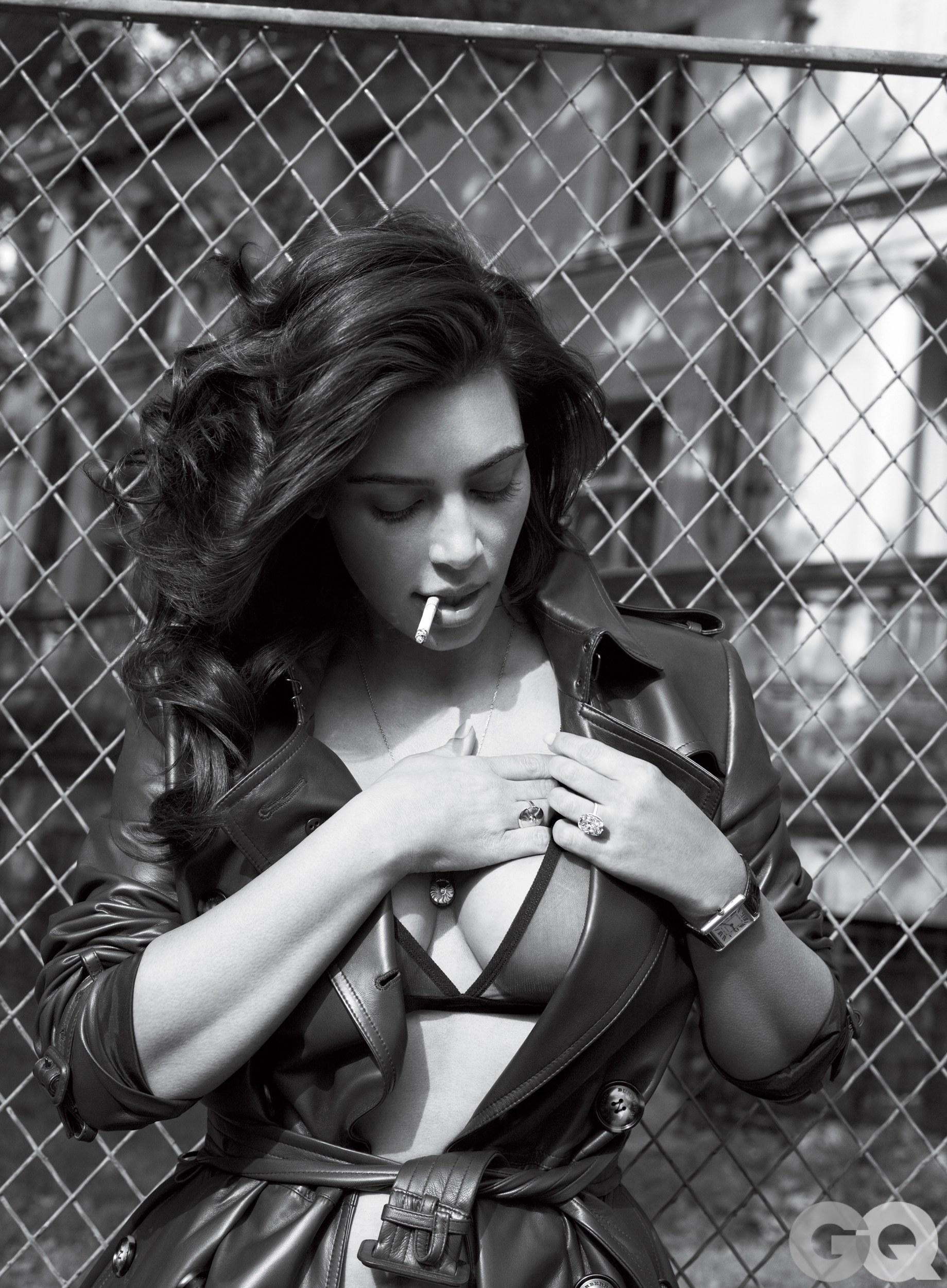 Kim-Kardashian-Sexy-3 (2)