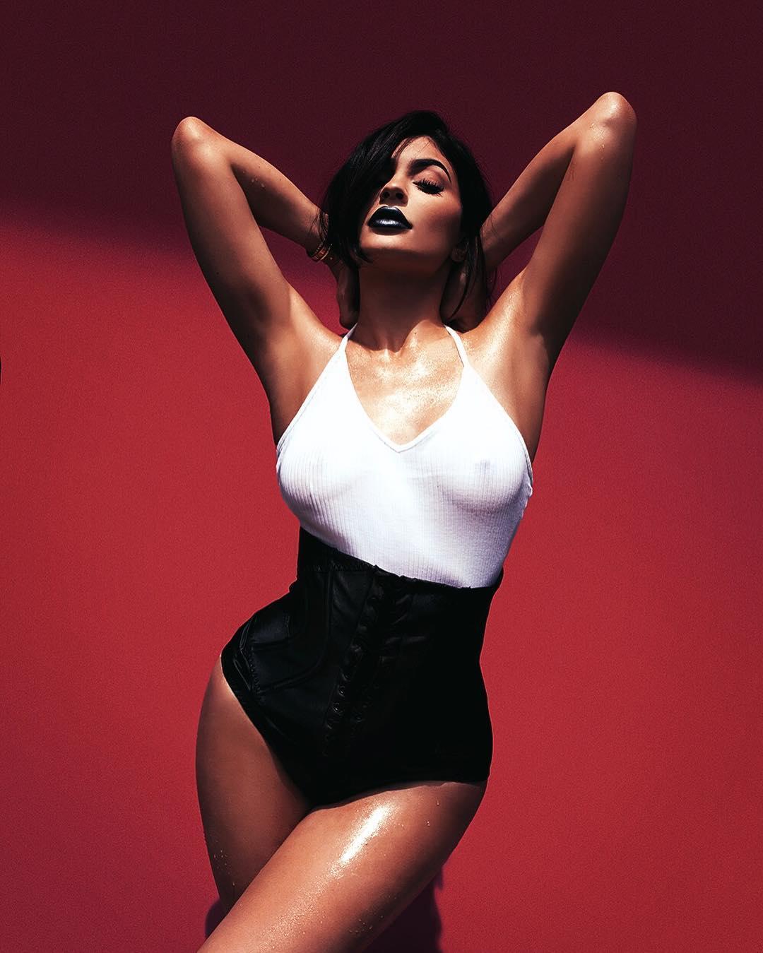 Kylie-Jenner-Sexy-1 (2)