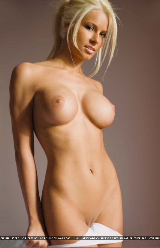 Oullete nude maryse