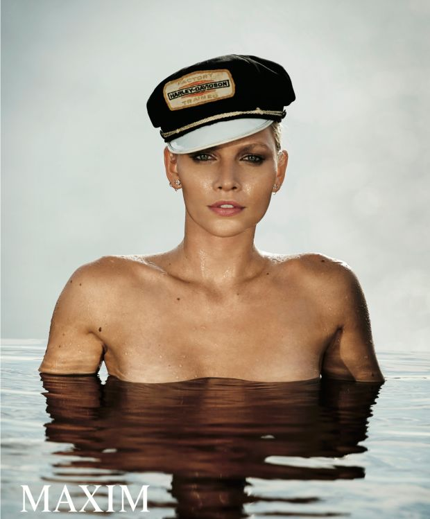Aline-Weber-Topless-Sexy-4