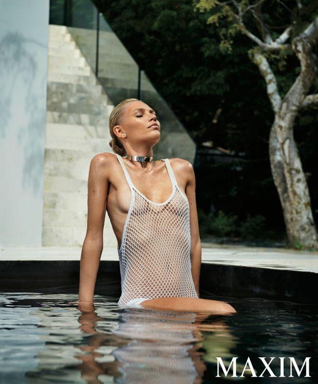 Aline-Weber-Topless-Sexy-7