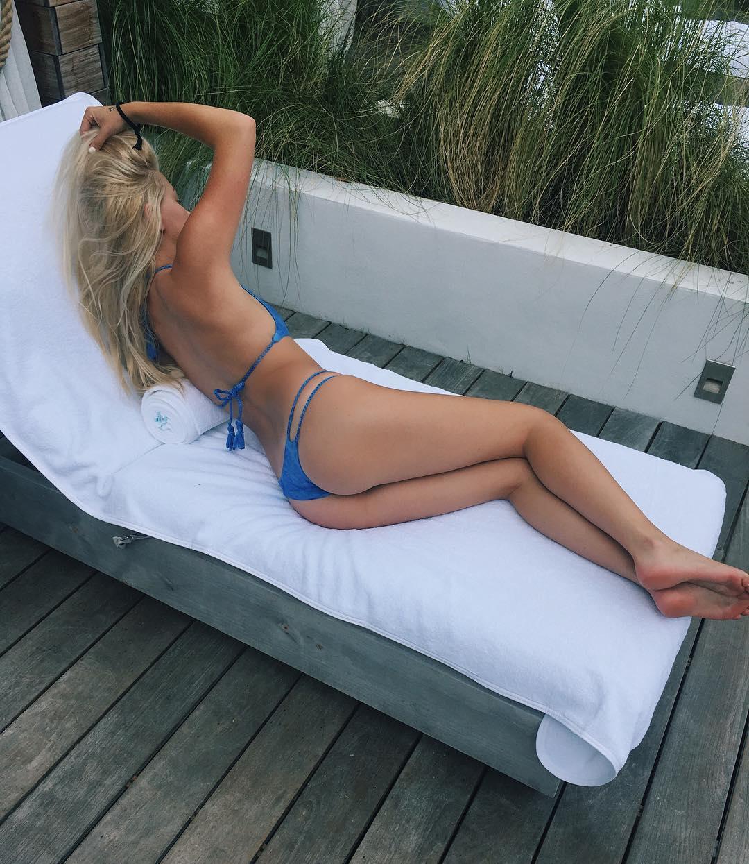 Ava-Sambora-in-a-Bikini-2
