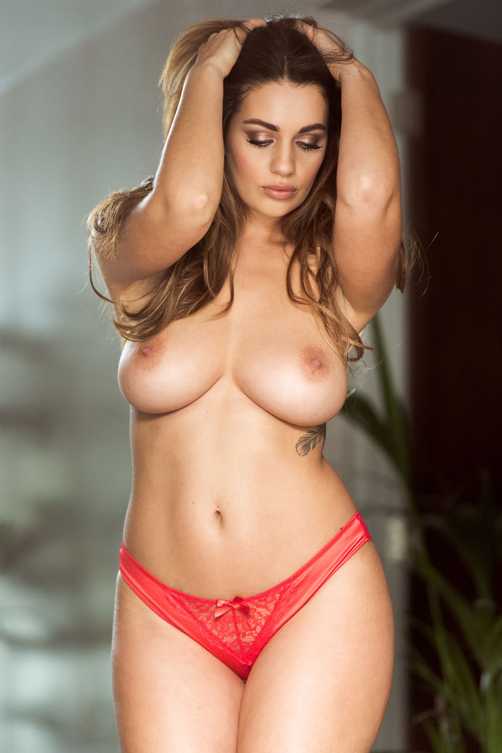 Holly peers tits nude