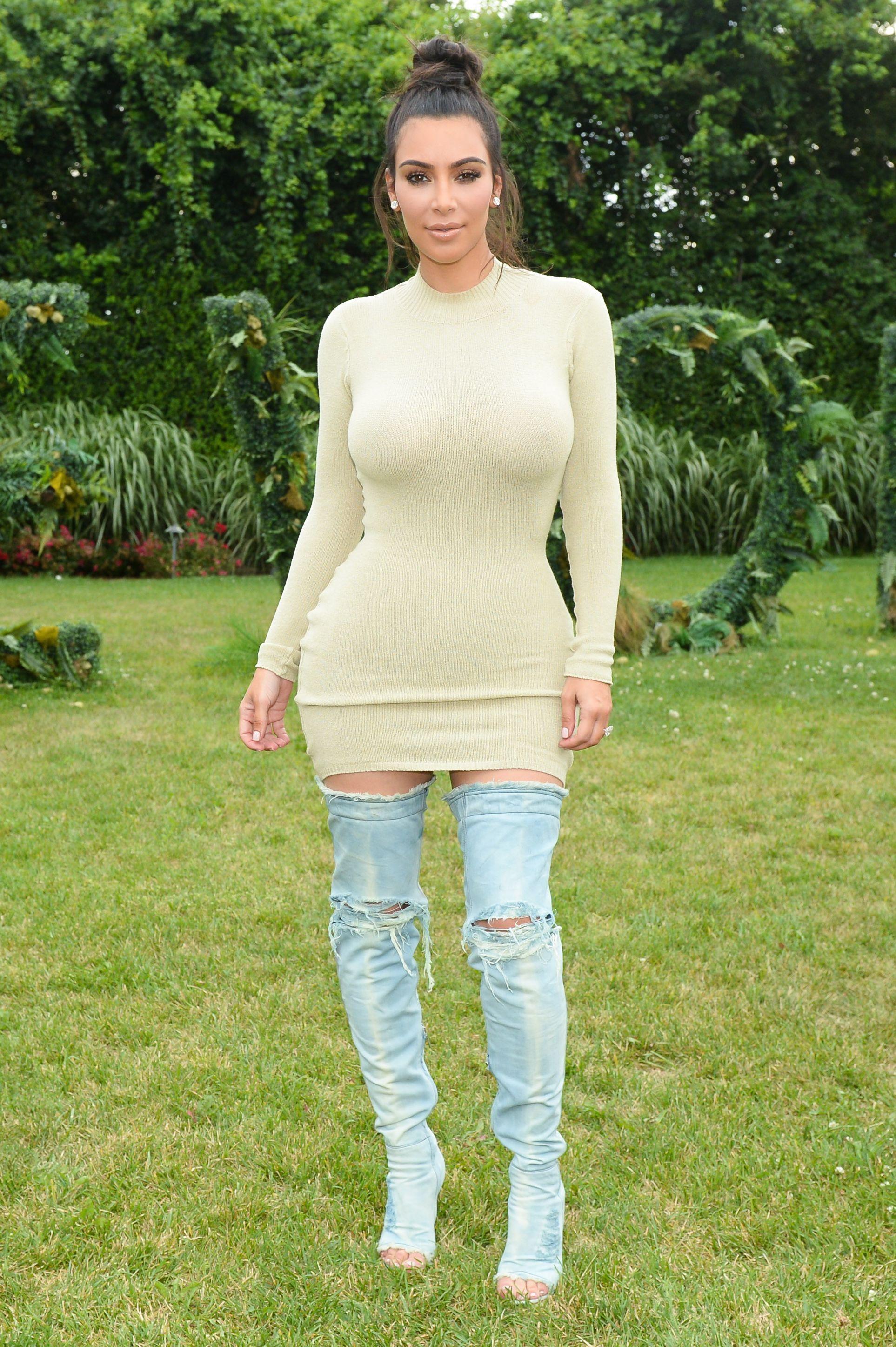 Kim-Kardashian-Sexy-5-1 (1)