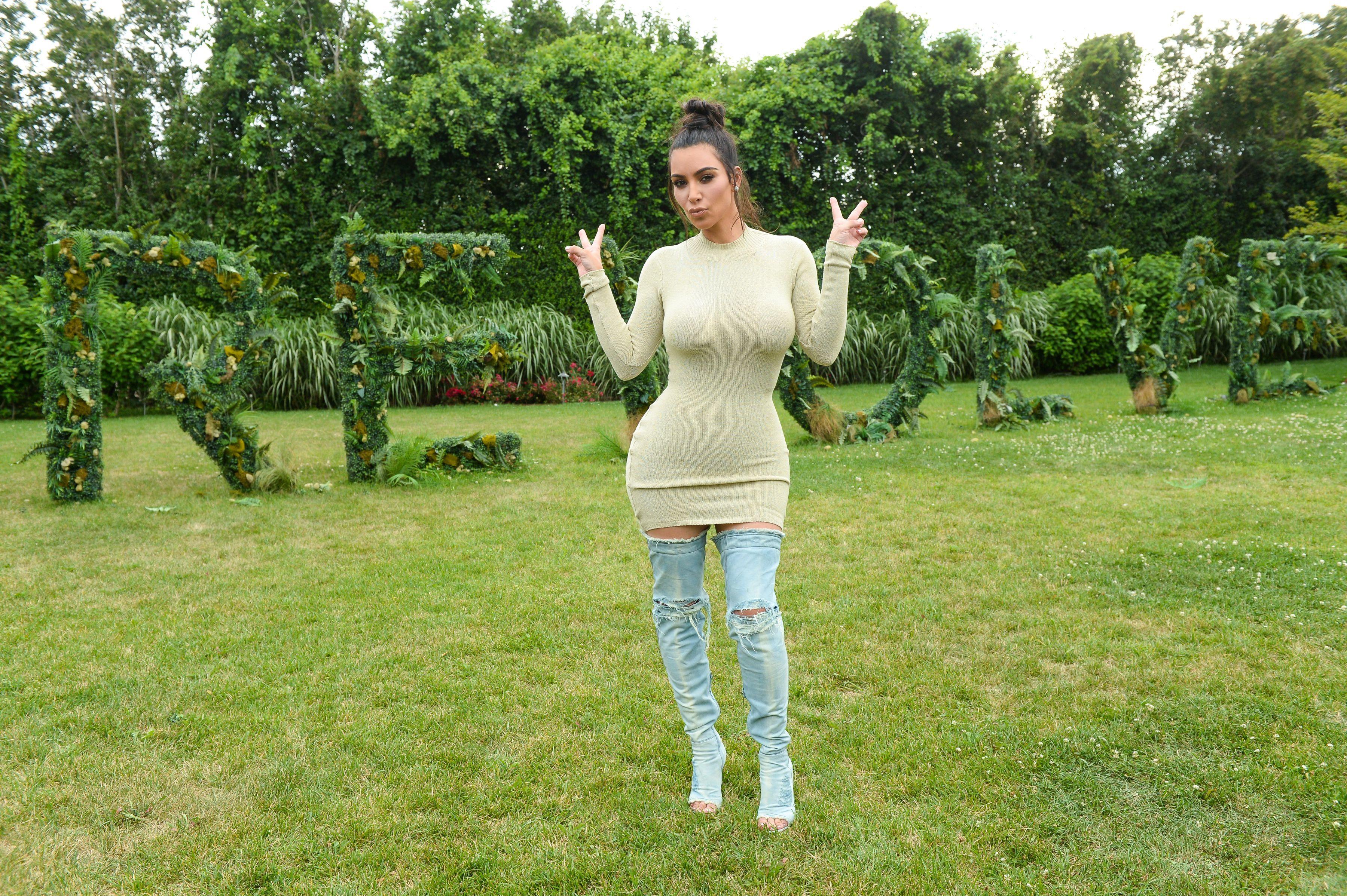 Kim-Kardashian-Sexy-7