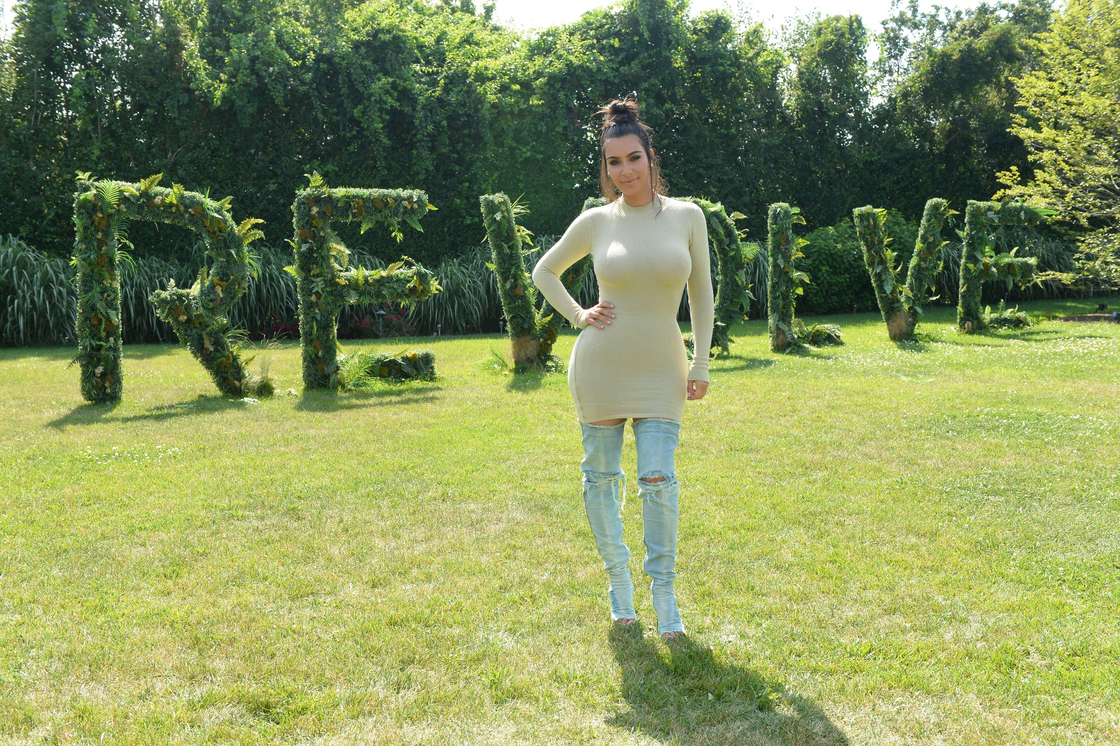 Kim-Kardashian-Sexy-8