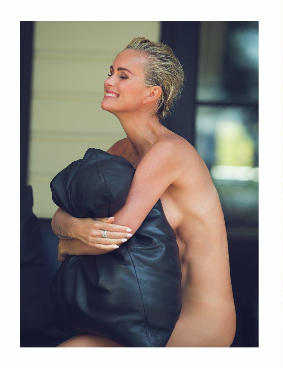 Laeticia-Hallyday-Nude-Sexy-4