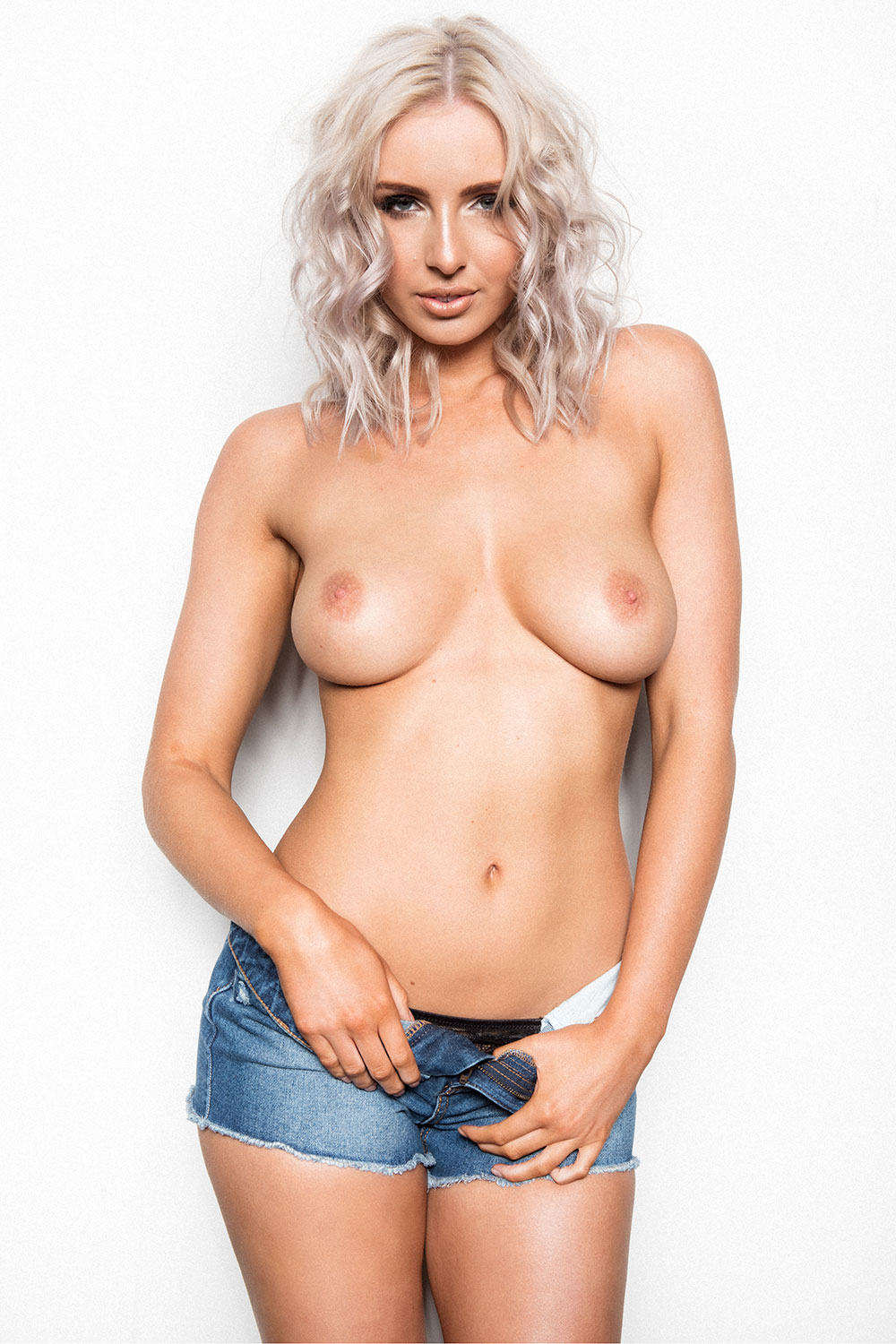 Lissy-Cunningham-Topless-Page3-3