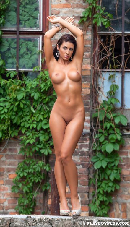 Mariana-Pinter-in-Playboy-Hungary-009_full