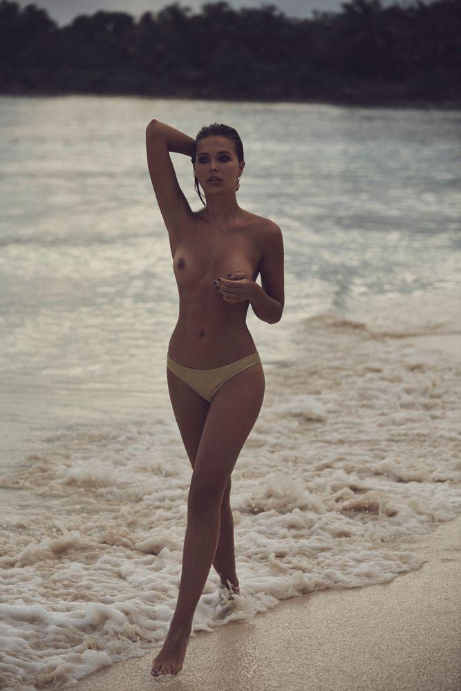 Sandra-Kubicka-Topless-5