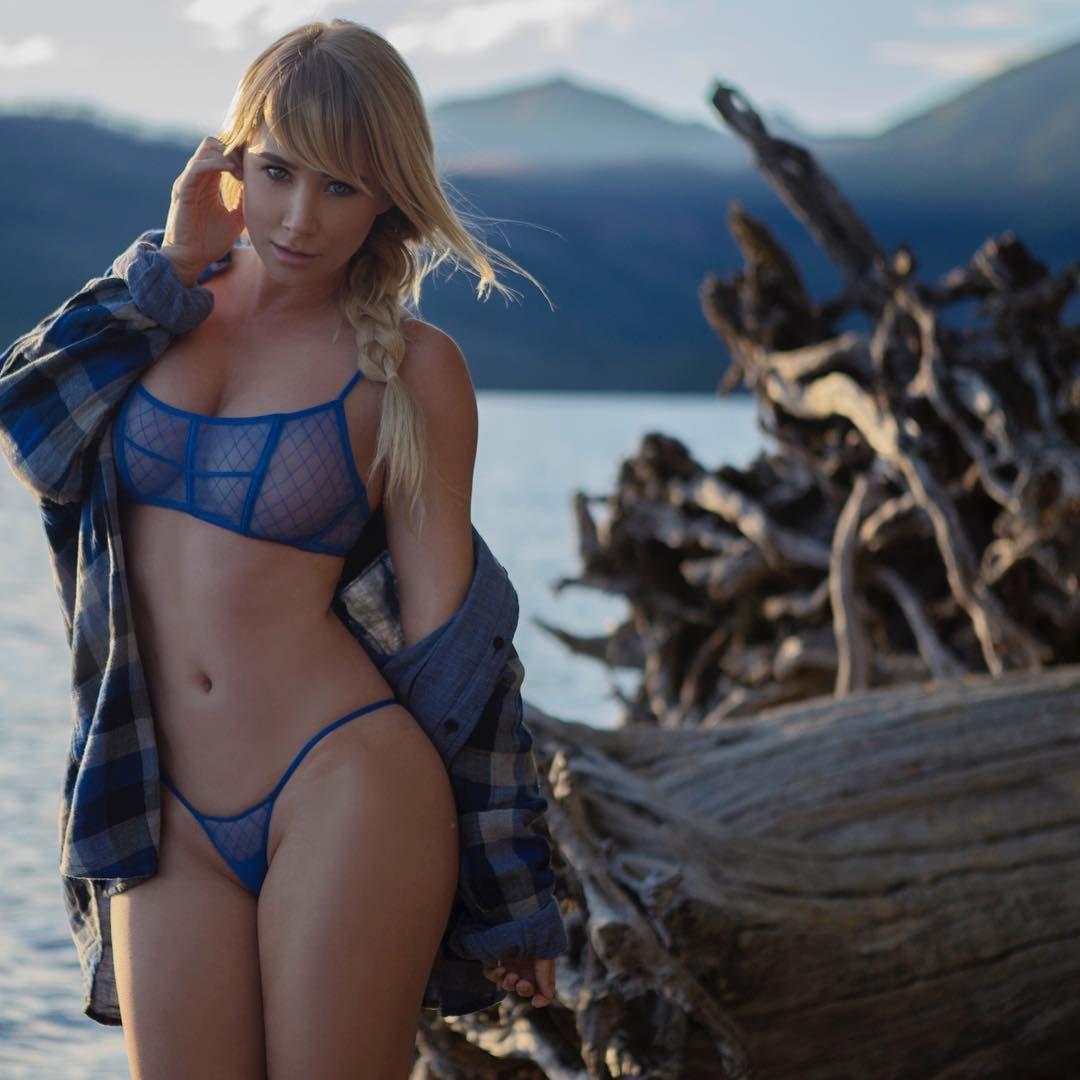 Sara-Underwood-Sexy-1-2 (1)