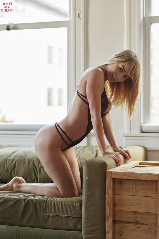 Sara-Underwood-Sexy-17