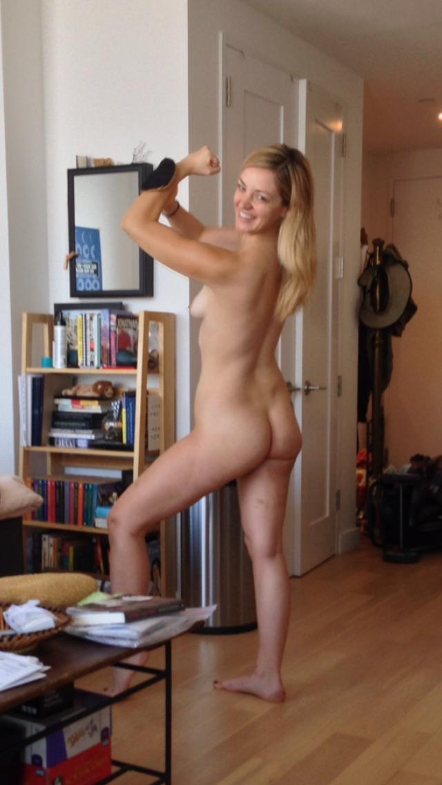 Abby-Elliott-Leaked-thefappening.so-2