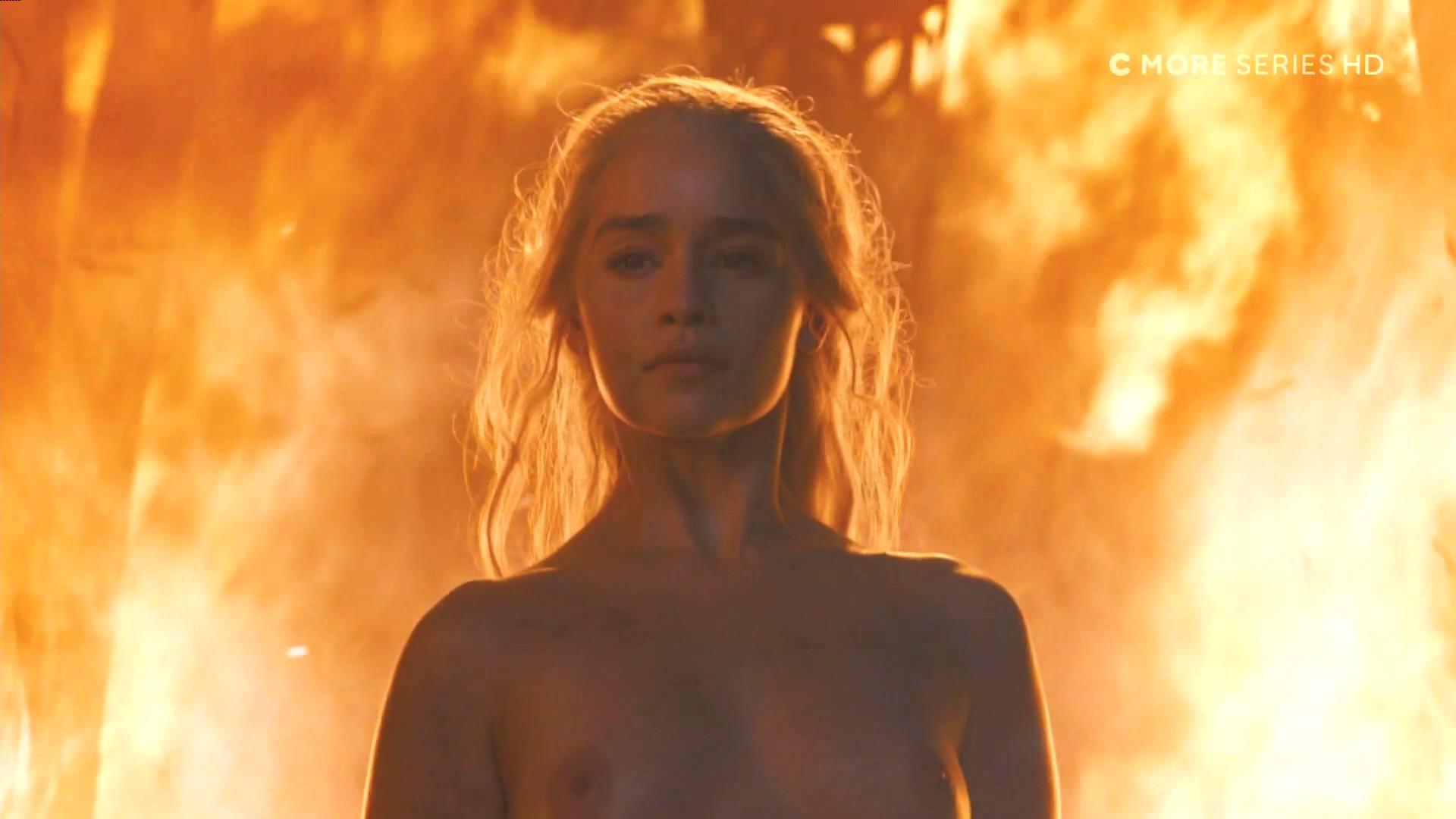 Emilia-Clarke-Nude_thefappening_one (1)