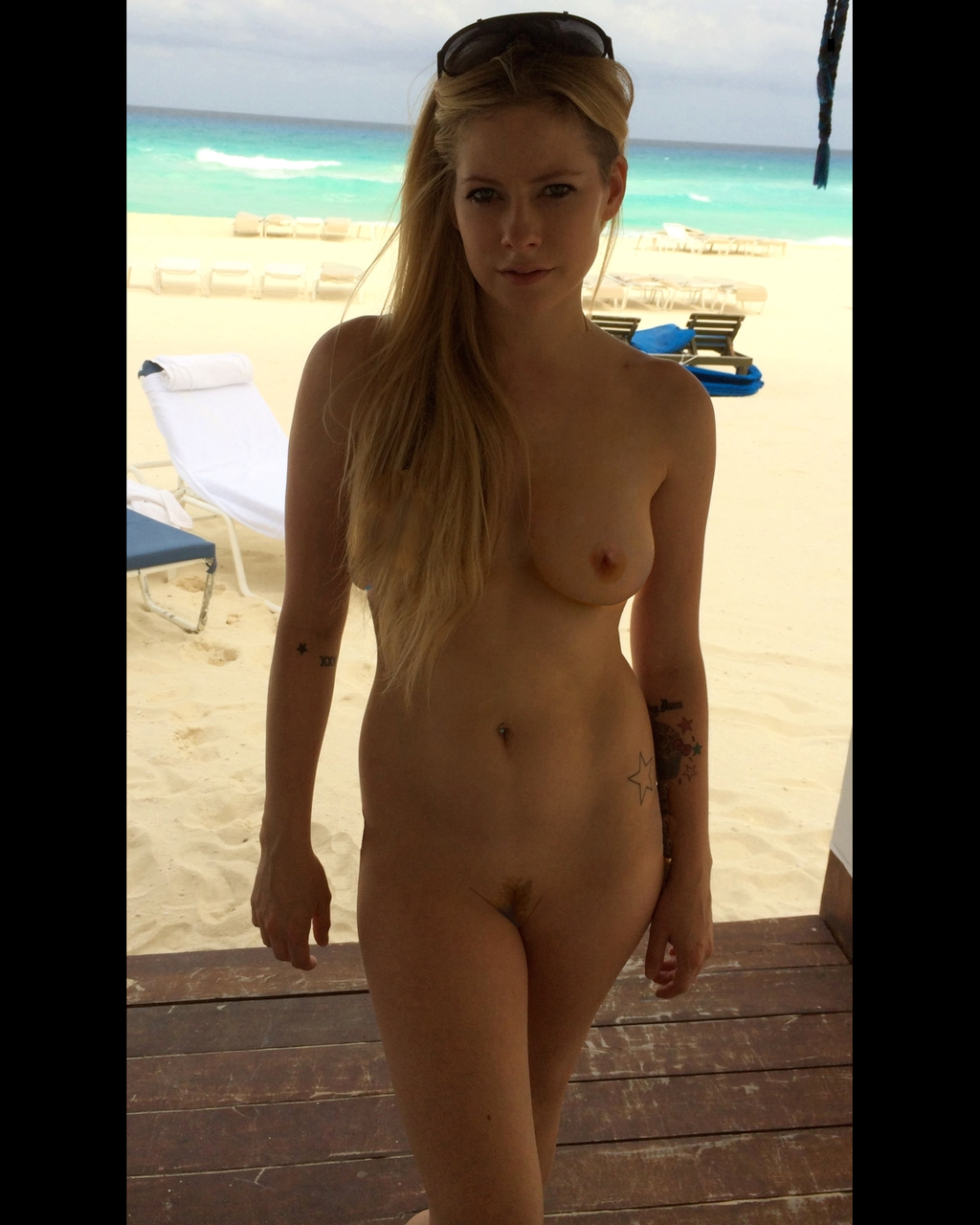 Avril lavyne nude idea opinion