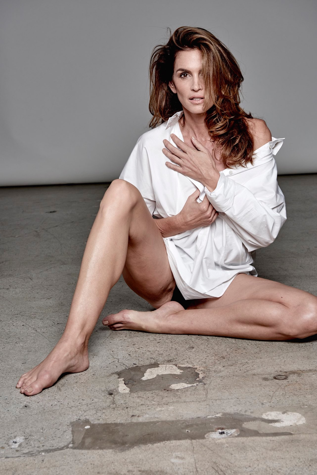Cindy Crawford, 49, Flashes Nipples