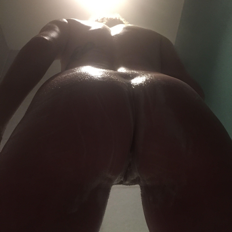 wide hips huge tits nude