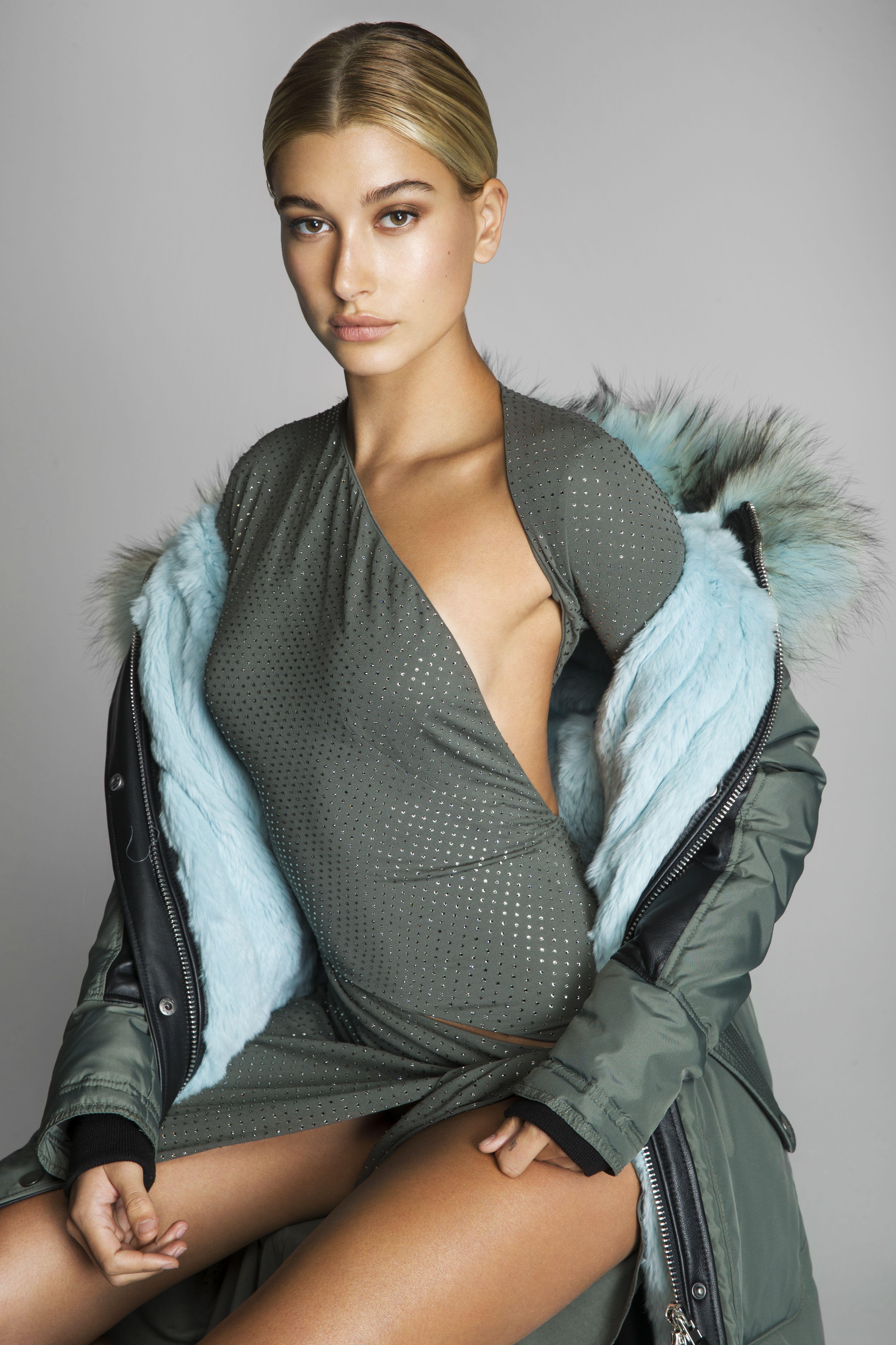 Hailey Baldwin In Fashion Magazine October 2017 Issue: Hailey Baldwin Sexy