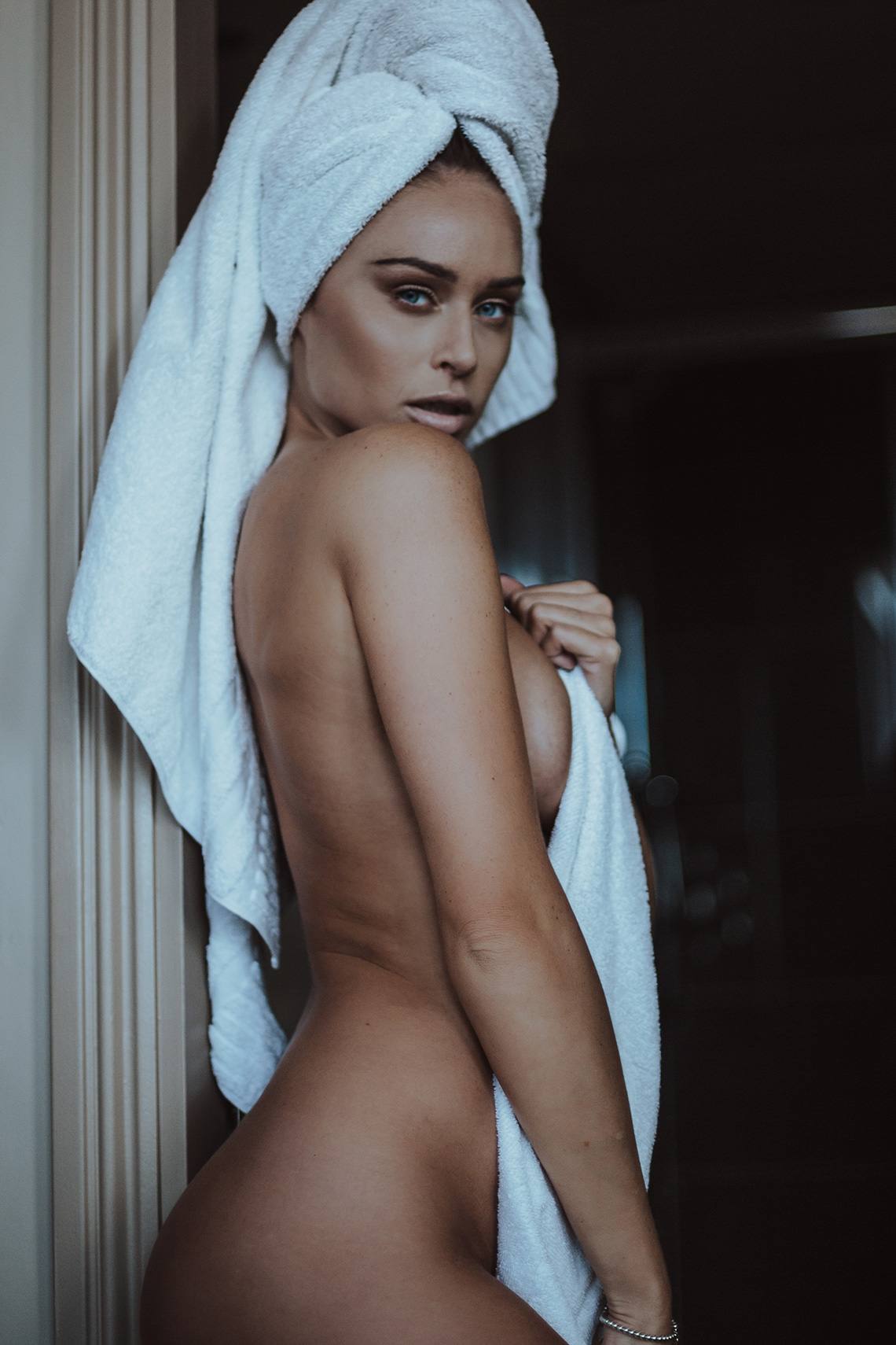 Aylar dianati lie naked