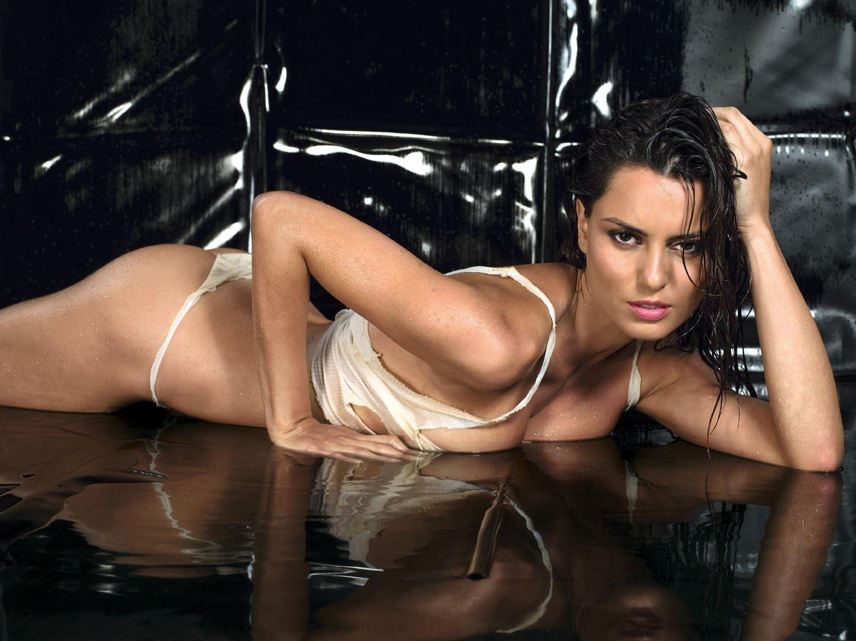 Melina kanakaredes nude pic