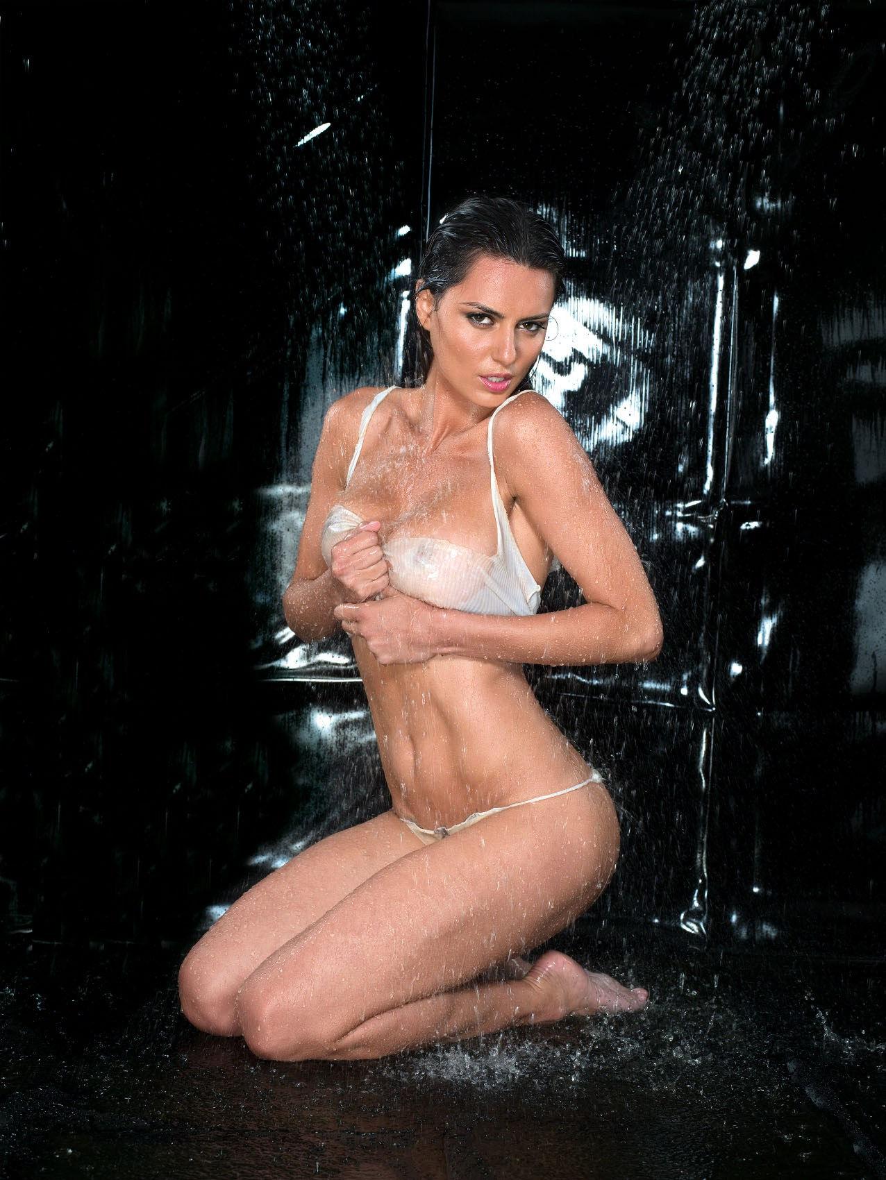 catrinel menghia naked