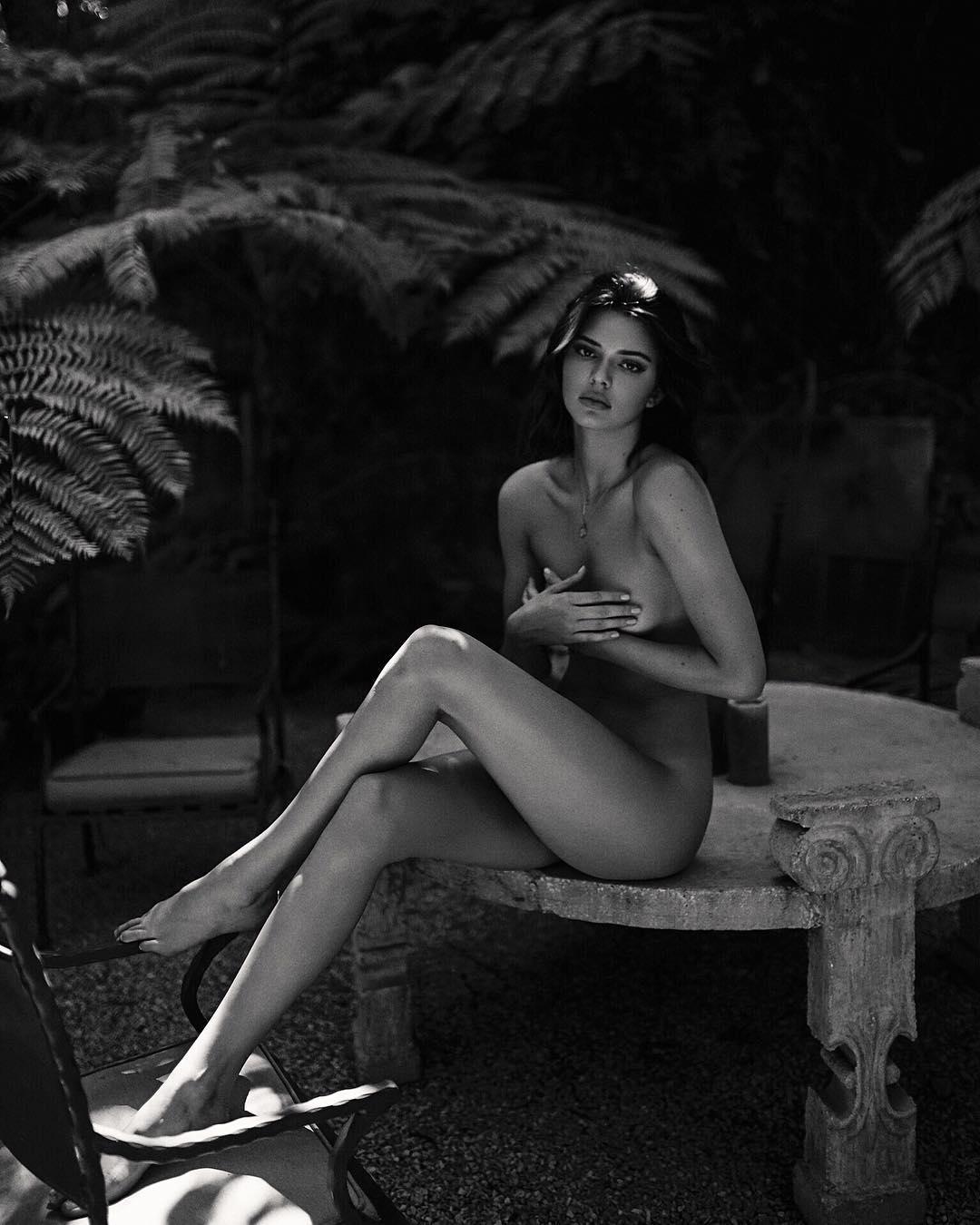 nudes (98 photos), Cleavage Celebrites picture