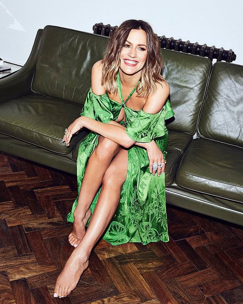 Edge On The Clock: Jennifer Lopez Poses Half-Naked For In