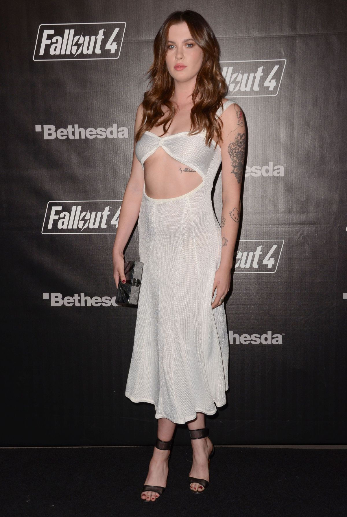 Ireland Baldwin Braless Show Off Her Big Tits (8 Photos