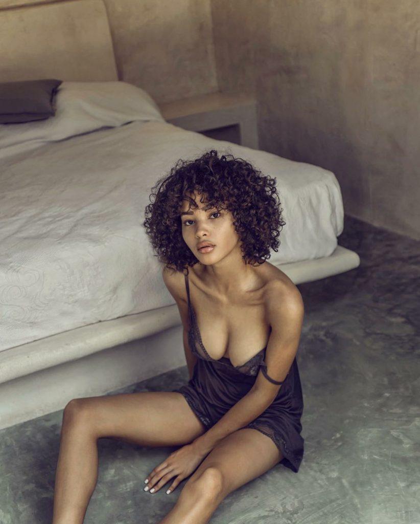 nudes (38 photos), Cleavage Celebrity image