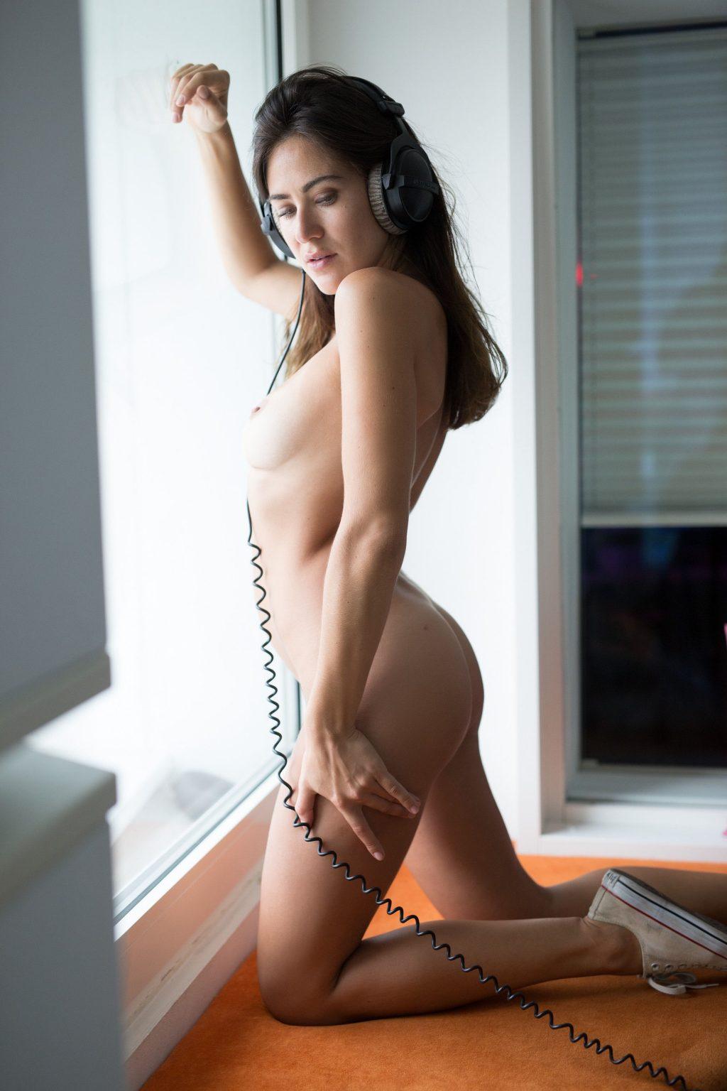Naked corinne wicks