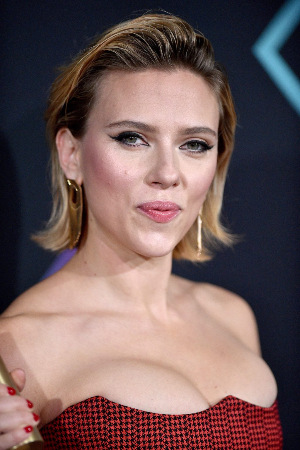 Scarlett Johansson Cleavage – #TheFappening