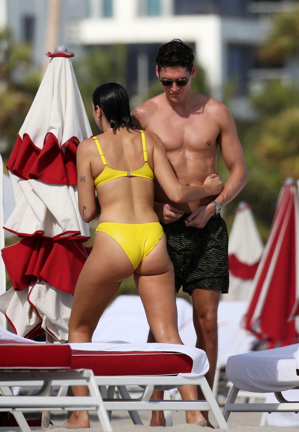 dua lipa bikini pics