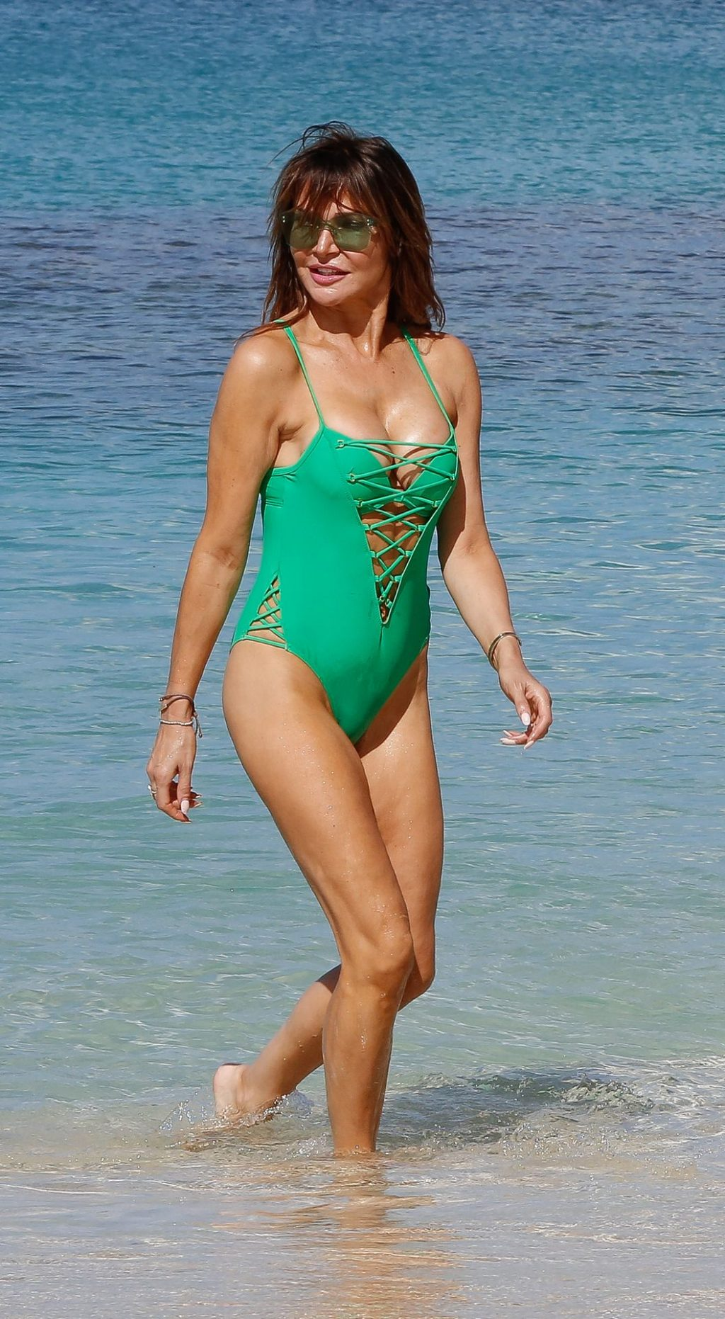Continue reading Lizzie Cundy Cleavage