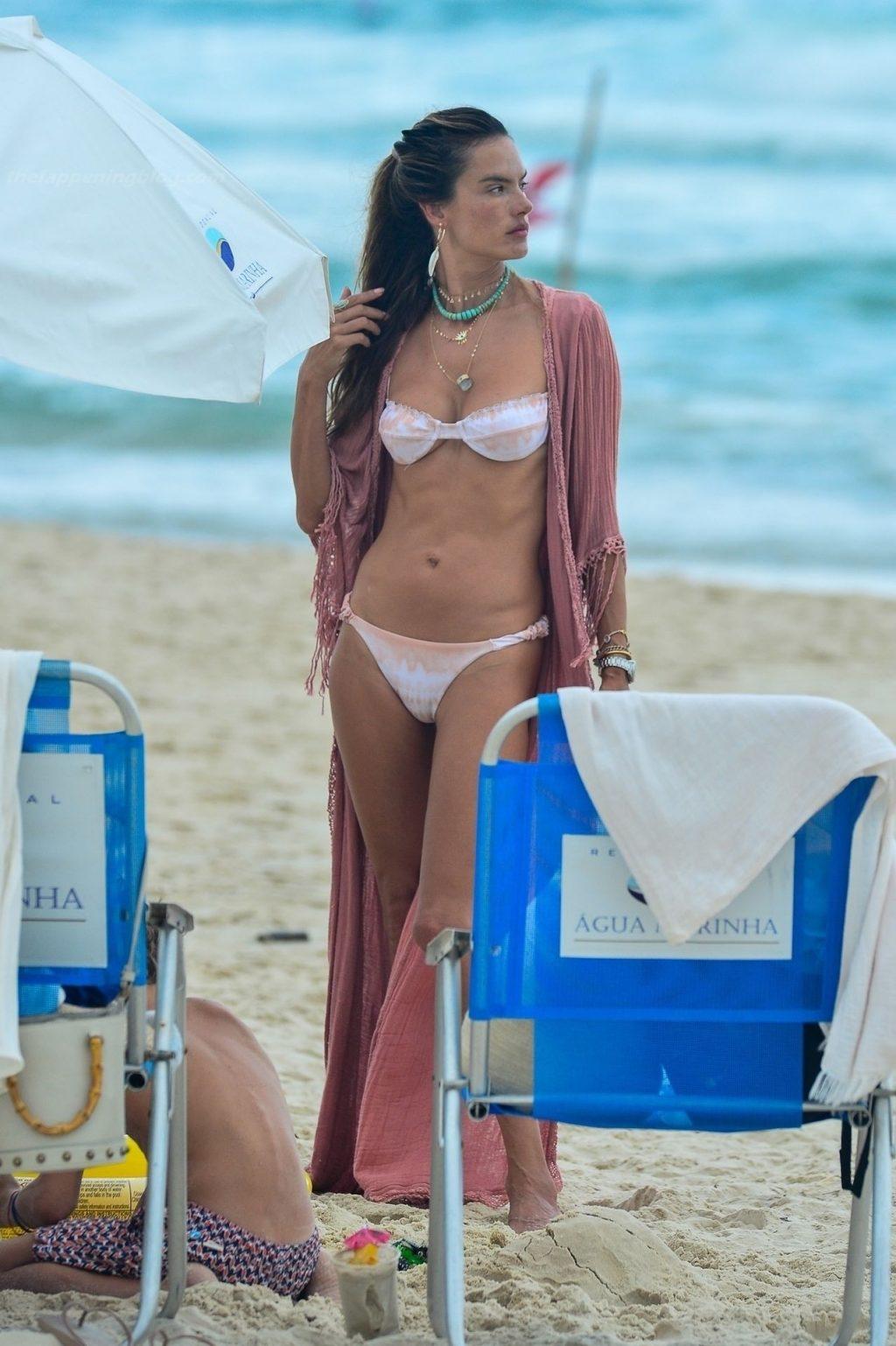 Alessandra Ambrosio в бикини - #TheFappening