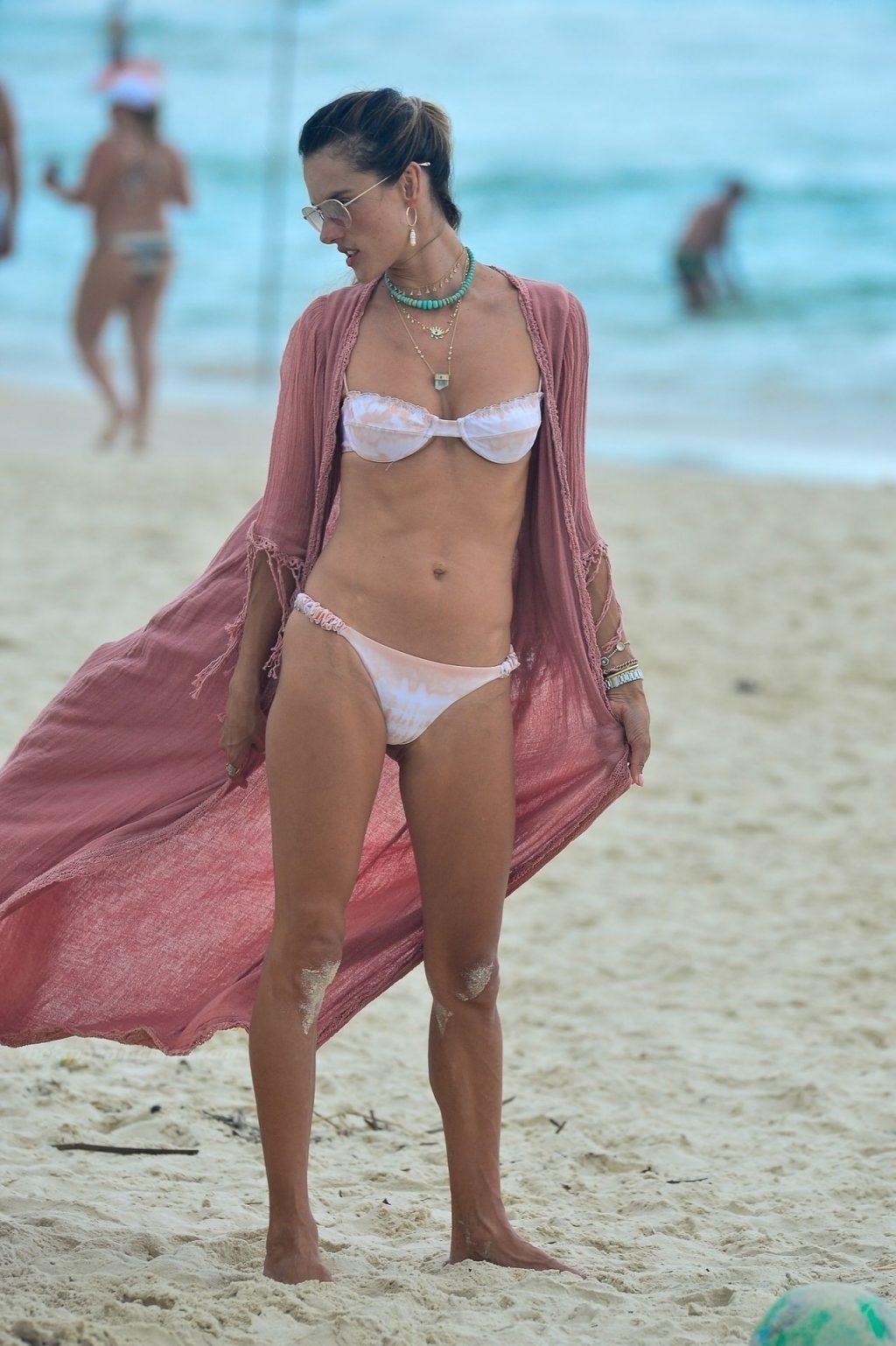 Alessandra Ambrosio в бикини — #TheFappening